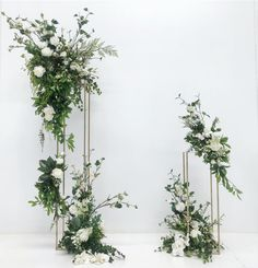 A modern ceremony backdrop 🌿 Wedding Altars, Ceremony Arch, Wedding Ceremony Decorations, Wedding Table, Tall Wedding Centerpieces, Tall Centerpiece, Floral Wedding, Wedding Flowers, Deco Floral