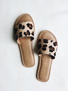 47 Sandals For Women - Shoes Styles & Design Crazy Shoes, Me Too Shoes, Fashion Shoes, Fashion Accessories, Mode Shoes, Mocassins, Slide Sandals, Women's Sandals, Leopard Sandals
