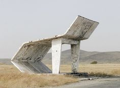 Bus stops in the Soviet Union – Christopher Herwig Are you accustomed to boring and monotonous bus stops? Photographer Christopher Herwig, brings us photos of bus stops, which he took in the former Soviet Union. Landscape Architecture, Architecture Design, Futurism Architecture, Concrete Architecture, Industrial Architecture, Bus Stop Design, Chlorophytum, Bus Shelters, Constructivism