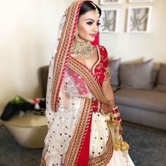 This bride broke all stereotypes by wearing a red and white Sabyasachi lehenga on her wedding day and we are totally awe-struck. Sabyasachi Lehenga Bridal, Latest Bridal Lehenga, Indian Bridal Lehenga, Red Lehenga, Indian Bridal Outfits, Indian Bridal Wear, Indian Dresses, Bollywood Saree, Bollywood Fashion