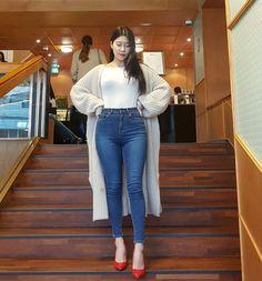 시그니처스키니_중청 - 하리피플 Denim Fashion, Fashion Pants, Girl Fashion, Fashion Outfits, Womens Fashion, Superenge Jeans, Sexy Jeans, Girls Are Awesome, Korean Street Fashion