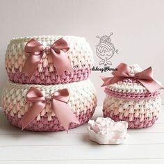 SATILDIPembe hemen teslim set.  Büyük sepet: 19.11 cm Küçük sepet: 17.11 cm  Mini kapaklı: 10.9 cm Fiyat:70₺  İletişim için Dm  #hediyelik #bebekhediyesi #bebek #tasarım #bebekodası #sepet #tığörgü #oyuncaksepeti #elörgüsü #dekorasyon #evim #paspas #hanimelindenorgu #crochet #handmade #crochetbasket #spagettiyarn #crochetbanner #crochetaddict #crocheted #crochetrug #gift #babyshower #englishhome #interior #home #decoration #decorationideas #homesweethome