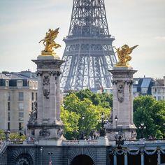 """""""Parce qu'aujourd'hui c'est vendredi, et que demain c'est samedi... (ouais j'avais pas d'inspiration  haha)  #france #paris #citypicz #parisjetaime…"""""""