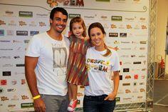 Dani Monteiro com o marido, Felipe Uchôa, e a filha, Maria (Foto: Cleomir Tavares / Divulgação)