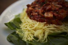 Delish Dish: The Girl On Top Chronicles: Spaghetti Squash w/ Veggie Marinara #vegan #glutenfree #dinner