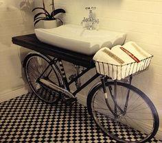 Вместо тумбы - велосипед