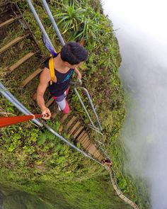 Stairs to Heaven, Oahu, Hawaii Seriously though, that guy is using a selfish stick. I would be holding on for dear life. Wonderful Places, Beautiful Places, Places To Travel, Places To Go, Stairs To Heaven, Scary Places, Destination Voyage, Top Of The World, Stairways