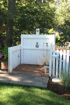 Great Absolutely Free Outstanding Dog Shower Ideas & Pet Washing Stations - Sebring Design Build Popular A secure area for your dog A dog kennel is an excellent choice to supply your dogs protected leave t Pet Washing Station, Dog Station, Dog Backyard, Backyard Ideas, Dog Friendly Backyard, Backyard Designs, Outside Dogs, Home Remodeling Contractors, Dog Yard