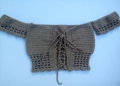 Free crochet pattern! Easy to follow instructions on how to make this off the shoulder crop top #crochetcroptoppattern, #crochetpattern, #freecrochetpattern