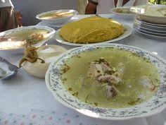 racitura+mamaliguta - traditional romanian food Romanian Recipes, Romanian Food, Hungarian Recipes, Meat Steak, Eastern Europe, Lamb, Roots, Pork, June