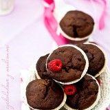 Magdalenas de chocolate con frambuesas
