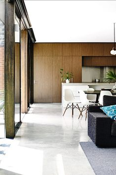 The fresh modern design of this inner-city Melbourne home is just stunning . formally a pub, it has been renovated perfectly … love the artwork by Carla Fletcher. Modern Family, Mid-century Modern, Modern Design, Home And Family, Interior Architecture, Interior And Exterior, Interior Design, White Dining Chairs, Dining Room