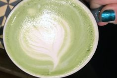 Make Mine a Matcha - via Food & Nutrition Magazine. Here's how to make matcha at home and save some bucks! Matcha Latte Recipe, How To Make Matcha, Dot Org, Tea Recipes, Drink Recipes, Stone Soup, Food Nutrition, Eat Right, Yummy Drinks