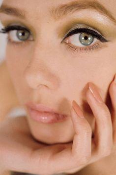 1964 Winged eyeliner