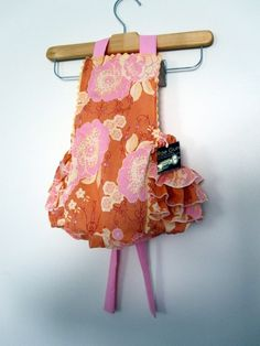 I need to figure out how to make these.  Retro Ruffler - so adorable!
