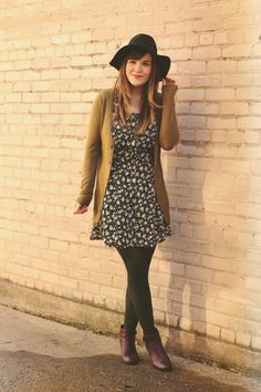 black modcloth dress - purple wolverine 1000 mile boots - black Moorea Seal hat Source by martinutesch outfit Mode Outfits, Dress Outfits, Fall Outfits, Fashion Outfits, Outfit Winter, Fashion Tips, Retro Vintage Dresses, Vestidos Vintage, Mod Dress