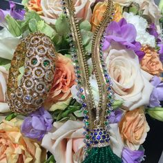 #vancleefandarpels #vca #zipnecklace #highjewelry Zip Colombine in yellow gold with diamonds  and emerald & sapphire