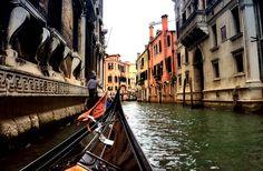 """KKDAYS USD104 :    威尼斯擺渡人體驗:學習操縱威尼斯傳統渡船貢多拉,Venice,Gondola,experience,--介紹--,,學習如何當個威尼斯的擺渡人,一個半小時的時光暢遊在威尼斯美麗的水道間!你的導師會教導你如何操縱""""gondoletto""""(訓練船),穿梭威尼斯水岸,滑行在靜謐的城市水道。 ,,訓練船已使用了幾百年來訓練一代代的威尼斯船夫,站上船頭,學習使用你手中的長單槳,練習將它畫"""