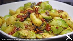 Gnocchi - Pfanne mit Rosenkohl, ein schönes Rezept aus der Kategorie Kochen. Bewertungen: 27. Durchschnitt: Ø 3,9.