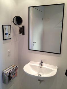 Indramning af spejl. Flot og minimalistisk.