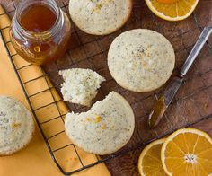 Recipe: Orange Poppy Seed Muffins Recipes from The Kitchn Moist but crispy on outside. Not as good a my poppyseed bread recipe. Muffin Recipes, Breakfast Recipes, Breakfast Ideas, Breakfast Snacks, Baking Recipes, Scones, Poppy Seed Muffin Recipe, Brunch, Cupcakes