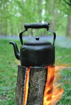 Swedish Log Candle - perfect for camp cooking - better than a whole camp fire in a lot of respects. Camping Survival, Camping Meals, Emergency Preparedness, Go Camping, Homestead Survival, Survival Books, Camping Cooking, Truck Camping, Survival Tips