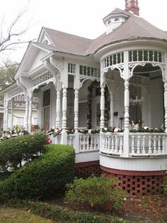 20 Old House Architecture is part of Victorian cottage - The designs are done bearing in mind the office work culture and the business's brand Victorian Porch, Victorian Style Homes, Victorian Cottage, Victorian Interiors, Beautiful Buildings, Beautiful Homes, Style At Home, Future House, My House
