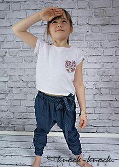 t-shirt z krótkim rękawem - luźny fason typu oversize kolor: biały, neonowe szwy. Do kupienia na: mail: knocknock.fashion@gmail.com fb: https://www.facebook.com/pages/knock-knock-fashion/230430617163127?ref=hl instagram: http://instagram.com/knock_knockfashion#