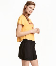 Short T-shirt in soft, ribbed viscose jersey with a sheen. Printed design at front.