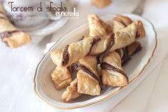I torcetti di sfoglia e nutella è una ricetta che si prepa in poco tempo. Perfetta per la colazione, merenda, per l'ora del tè o semplicemnete per un dolce sfizio.
