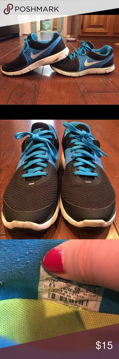 Nike Lunarlon tennis shoes Women's Nike 2012 Lunarlon tennis shoes. Hardly worn (<10 times). Shoe is sturdy w/ thick sole and very comfortable. Placed in front of royal blue tshirt for color comparison! Nike Shoes Athletic Shoes