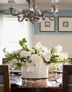 Dining Table Centerpiece Ideas (Formal and Unique Dining Room Centerpiece - Table Settings Dining Room Table Centerpieces, Table Arrangements, Decoration Table, Floral Centerpieces, Floral Arrangements, Centerpiece Ideas, Flower Arrangement, White Centerpiece, Summer Centerpieces