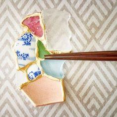 Kintsugi, Japanese art that recovers broken objects - Inspiring - Kintsugi chopstick holder by Tomomi Kamoshita - Kintsugi, Chopstick Holder, Chopstick Rest, Utensil Holder, Design Japonais, Saatchi Gallery, Colossal Art, Japanese Aesthetic, Broken China