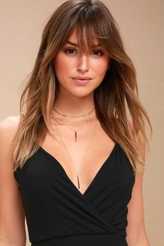 Give them a show in the Lulus Sleek Peek Rose Gold Layered Choker Necklace! Layers of snake chain and dainty rose gold chain with bar pendants. Blonde Hair Blue Eyes, Blonde Wig, Blonde Ombre, Haircuts With Bangs, Layered Haircuts, Long Bob Haircut With Bangs, Lob With Bangs, Haircuts For Women, Haircut Bangs