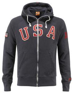 Felpa Nike AW77 USA    Felpa uomo full zip con cappuccioe due tasche sul davanti. Patch della bandiera americana sul braccio destro, scritta USA sul davanti e e logo Nike sul polso sinistro. 100% cotone, colore blu.    Prezzo: 84.00€    SHOP ONLINE: http://www.athletesworld.it/felpa-nike-aw77-usa-nike-9199139