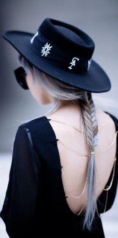 Love her style - the dress. the hat, the hair - EVERYTHING ▇(((((Could make the band have symbols of protection around it.)))))))