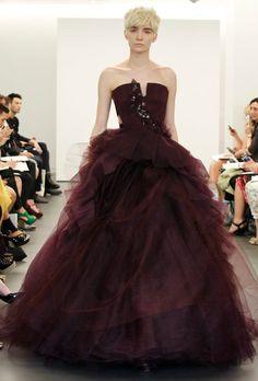 Vera Wang Wedding Dresses 2013 – A Symphony in Scarlet