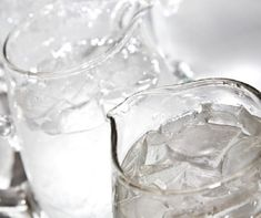 Icy water improves hydration and speeds your metabolism. Thrive Experience, Fast Metabolism Diet, Juice Fast, Water Weight, Calorie Intake, 200 Calories, Lose 20 Pounds, Spring Recipes, Nutrition Tips