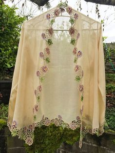 Authentic Vintage Hippie Floral Blouse, Pretty Garment has Long Flowing Sleeves. Size Medium, Sheer Chiffon, Flowers and Leaves. Embroidery Suits Design, Embroidery Works, Embroidery Stitches, Machine Embroidery, Embroidery Designs, Dress Indian Style, Indian Outfits, Gota Patti Saree, Dress Design Sketches