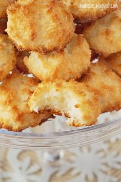 Smakocie i Łakołyki: Kokosanki Polish Desserts, Polish Recipes, Healthy Deserts, Healthy Sweets, Cookie Recipes, Vegan Recipes, Macaroon Recipes, Coconut Macaroons, Yummy Cookies