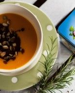 Życia od Kuchni, odc. 5. Zupa krem z dyni z imbirem i świeżo siekaną kolendrą Pudding, Tableware, Desserts, Food, Tailgate Desserts, Dinnerware, Deserts, Puddings, Dishes