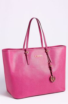 Great Michael Kors tote for summer  #totes  #purses #fashion #shopping