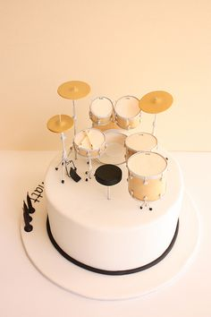 Drum kit birthday cake (back) by Cake Ink. (Janelle), via Flickr