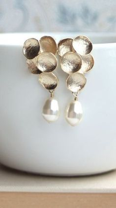 Gorgeous gold and pearl earrings