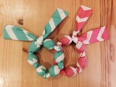 Natural wooden teething toy from Bundles and Buttons: Easy Baby Teether!