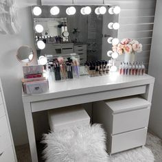 Excellent Pic What a Powerhouse COMBO 👊👊 . IKEA Malm dressing table with the IKEA Malm C. Strategies In many dormitories Ikea bedrooms are happy to be viewed, as they provide numerous solutions for a a Ikea Bedroom, Room Ideas Bedroom, Bedroom Storage, Master Bedroom, Budget Bedroom, Bedroom Decor For Teen Girls, Teen Room Decor, Ikea Malm Dressing Table, Ikea Malm Table