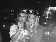 Sisters nye New Year's Eve celebrate 2016 ball drop party