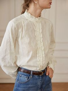 Get this artistic vintage style shirt in Simple Retro. 2020 fall fashion trends--Retro style. Retro Mode, Mode Vintage, Fall Fashion Trends, Autumn Fashion, Retro Fashion, Vintage Fashion, Chica Fantasy, Cooler Look, Simple Shirts