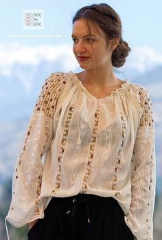 IA the Romanian Blouse. Here you can buy Romanian peasant blouses ie and folk costumes traditional clothes. Worldwide shipping for embroidered Romanian blouse Hippie Bohemian, Bohemian Style, Tribal Fashion, Boho Fashion, Folk Embroidery, Anarkali Dress, Folk Costume, Peasant Blouse, Fashion Sewing