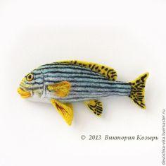 Wiktoria Kozir  http://www.livemaster.ru/item/3136375-ukrasheniya-ryba-vorchun